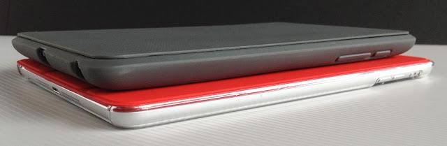 Nexus7+トラベルカバーとiPad mini+スマートカバー:斜めから