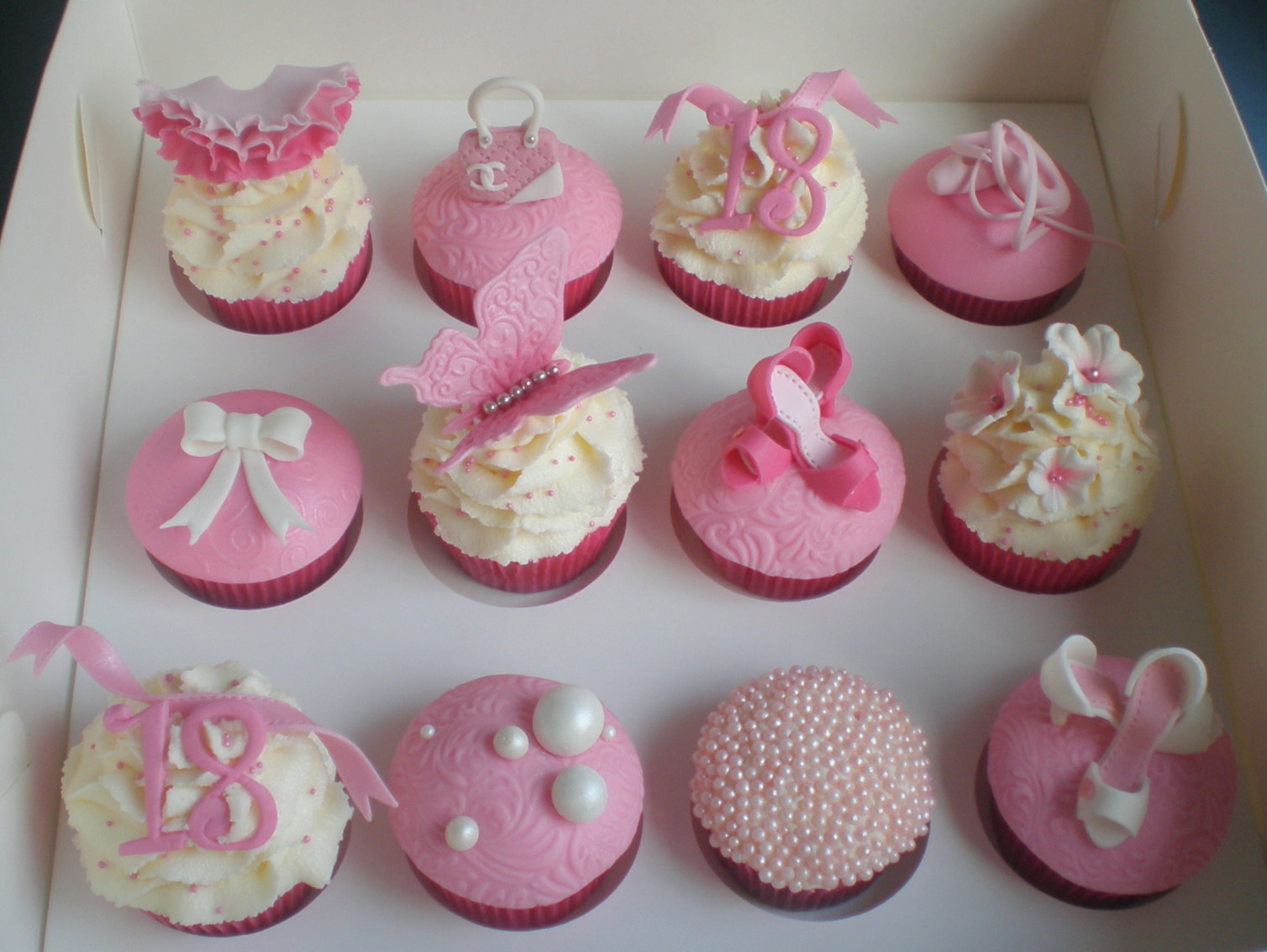 Cute Cupcakes For Boys Birthday http://sugarsirencakesmackay.blogspot.com/2011/02/18th-birthday-girly-cupcakes.html