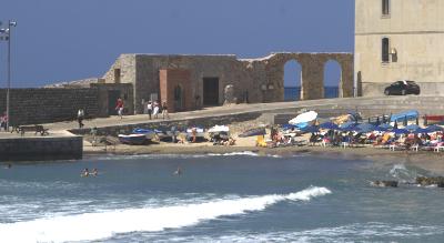 Sizilien - Cefalù - Strandleben im Porto Vecchio, dem alten Hafen.
