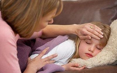 FOTO ANAK DEMAM CARA CEPAT MENGATASINYA  TIPS CARA CEPAT MENYEMBUHKAN ANAK DEMAM Langkah Obati Sakit Demam