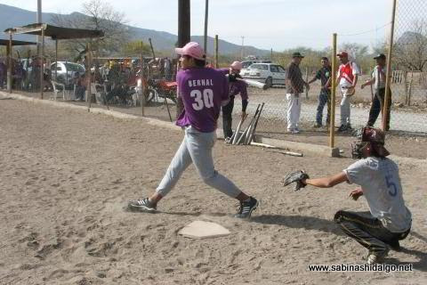 Candelario Bernal de Japoneses en el softbol del Club Sertoma