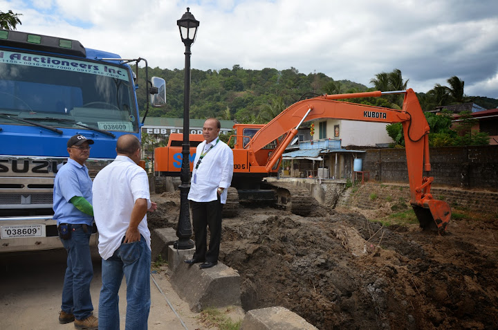 Olongapo City mayor inspects dredging operation