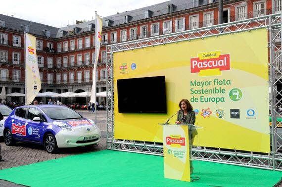 La nueva flota de vehiculos de Pascual es presentada en la Plaza Mayor