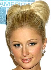Paris Hilton com um coque laço