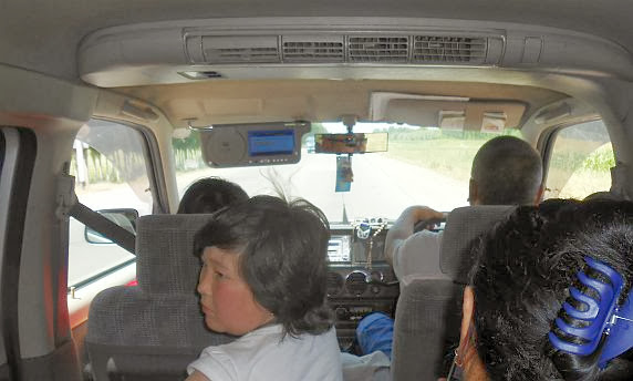 Im Honda-Stepwgn-Sammeltaxi von Osch nach Bischkek, Kirgistan