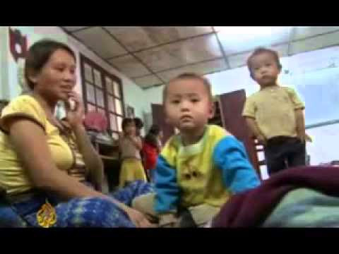 Hmong refugees sent back to Laos — July 4 2008