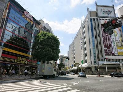東急渋谷本店とドン・キホーテの間の道