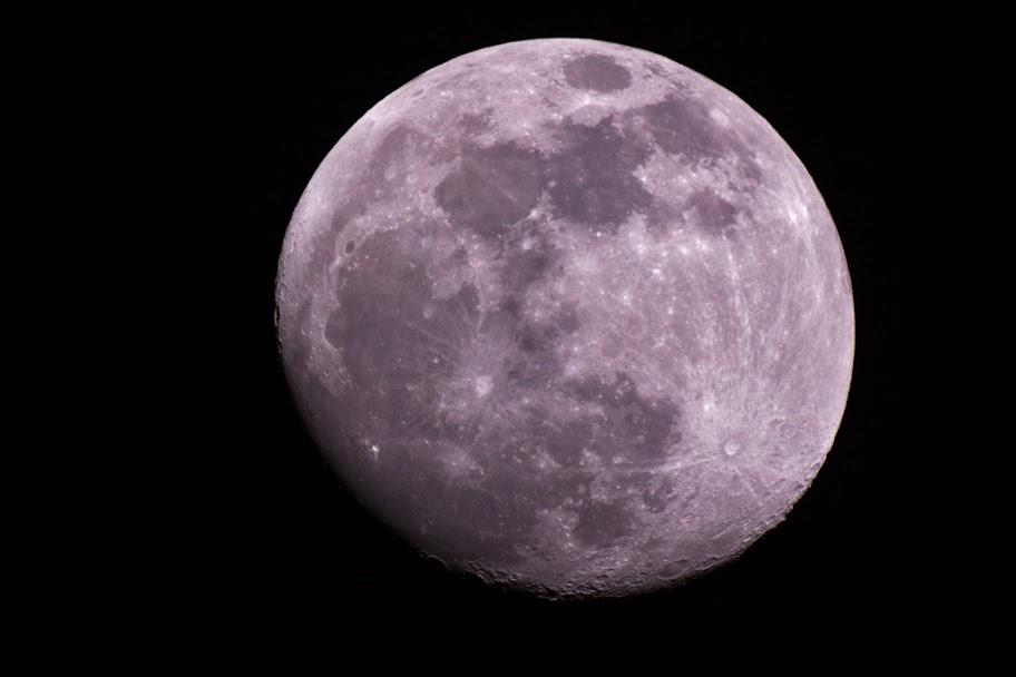 IMAGE: https://lh6.googleusercontent.com/-P24CiJwbJ1M/TweVJDDiG2I/AAAAAAAAFRc/YbQErccvoDA/s912/2012-01-06-Moon_C80ED2_MG_0025.jpg