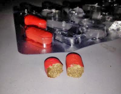 Viên thuốc VigRX Plus thật, bên trong mầu nâu, chữ in trên viên thuốc không quá sắc nét
