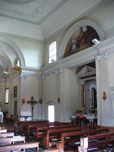 L'altare di Sant'Antonio e sopra, nella lunetta, l'affresco dell'Annunciazione