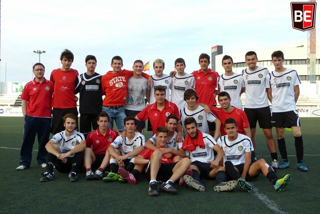 La família del juvenil tanca una temporada en la que tots han crescut futbolísticament. Foto: Toni Tortosa