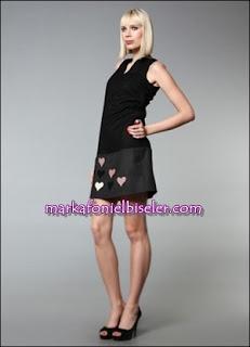markafoni say markalı siyah pembe kalpli elbise