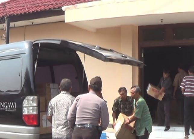 Berita foto dan video Sinar Ngawi hari ini: Proses pendistribusian soal ujian nasional di ngawi berjalan lancar