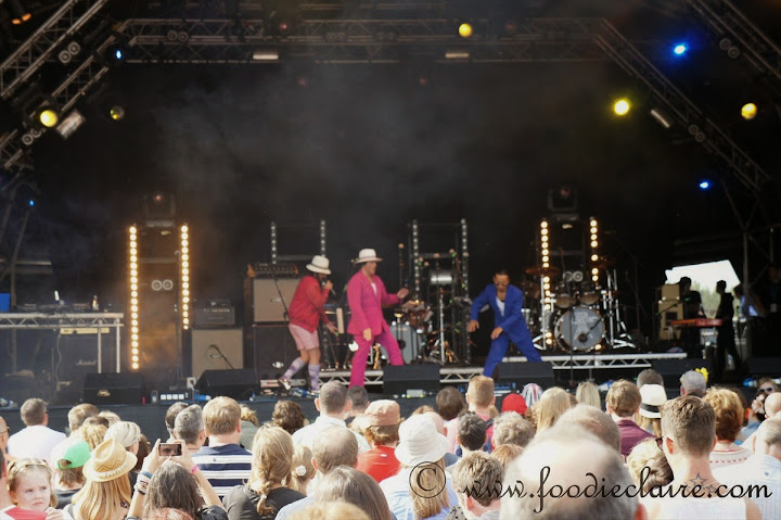 the cuban brothers on stage at the big feastival