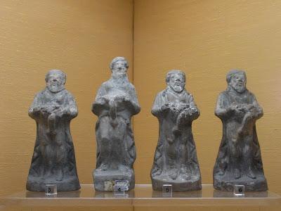 男たちの彫像