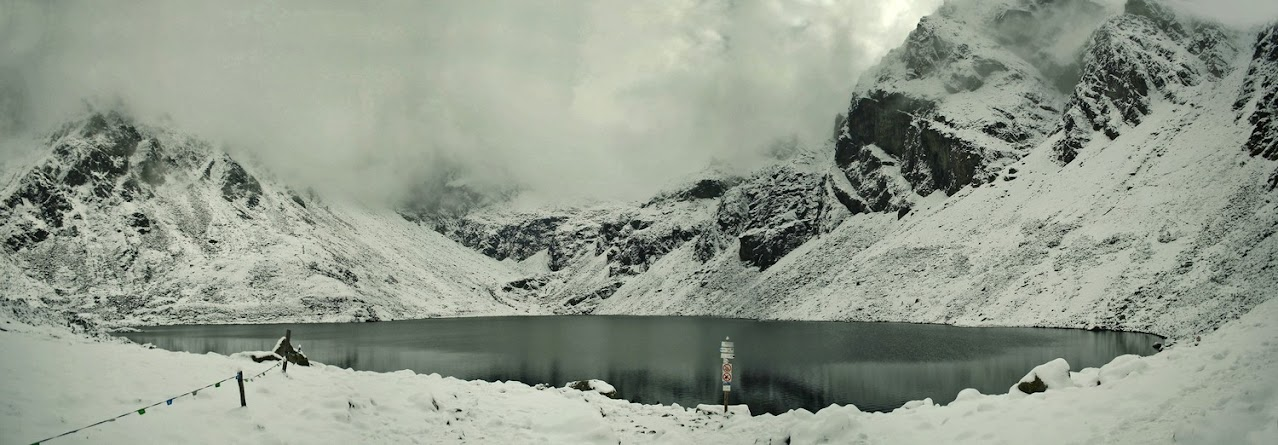 Czarny Staw Gąsienicowy śnieg