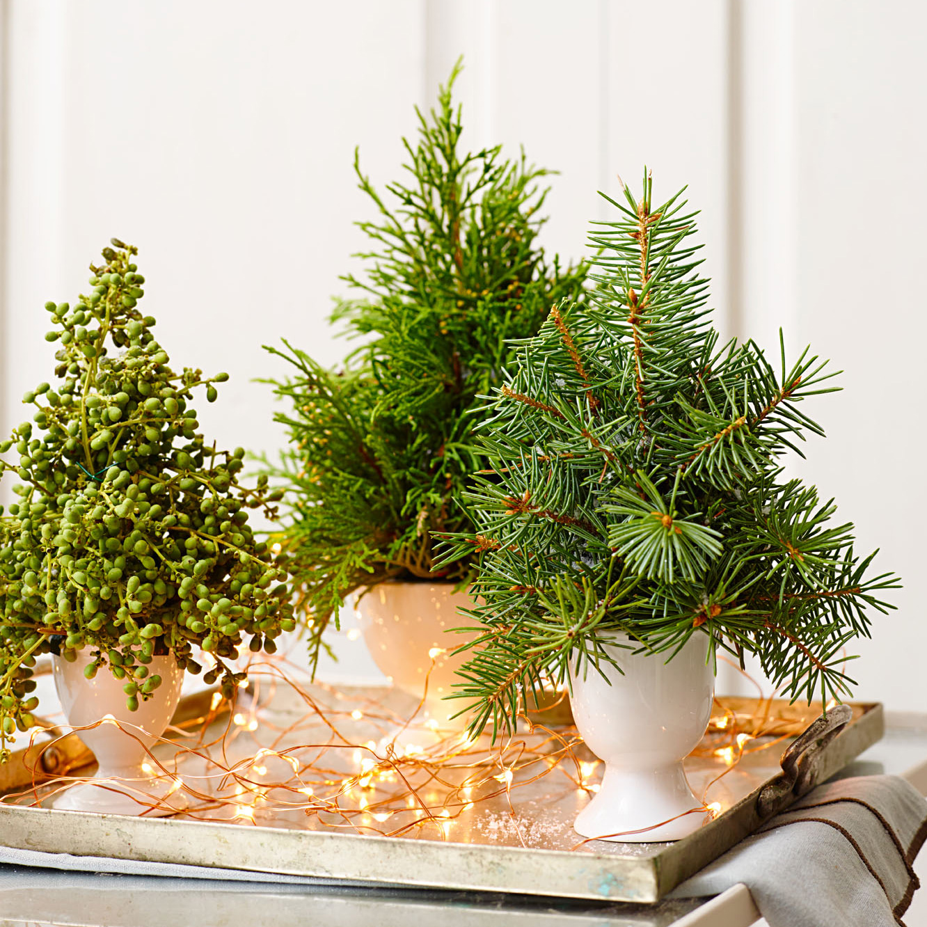 Keep the ornaments simple How to have a last-minute elegant Christmas decor at home?