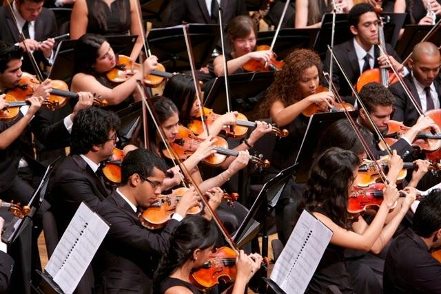 La Sinfónica Juvenil Teresa Carreño de Venezuela interpretó, junto a la Coral Nacional Juvenil Simón Bolívar, el estreno mundial de El convidado del Niño Jesús