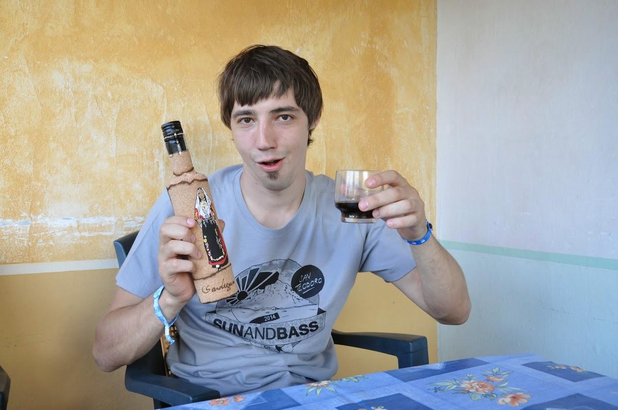 Влад пьет МИРТО