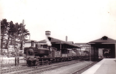 Class 655 Pannier No. 1747 arrives with a goods (from Ashburton?) at Totnes mainline. Note the changes to the present day station.  Circa 1925.  Credited to Lens of Sutton. (B107)