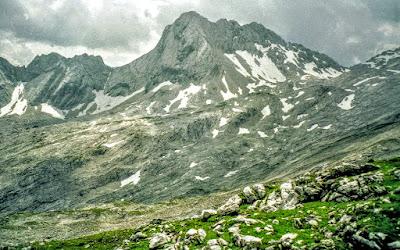 Wandern Zugspitze zurück übers Gatterl und Ehrwalder Alm Tirol Bayern Ehrwald auf dem platt