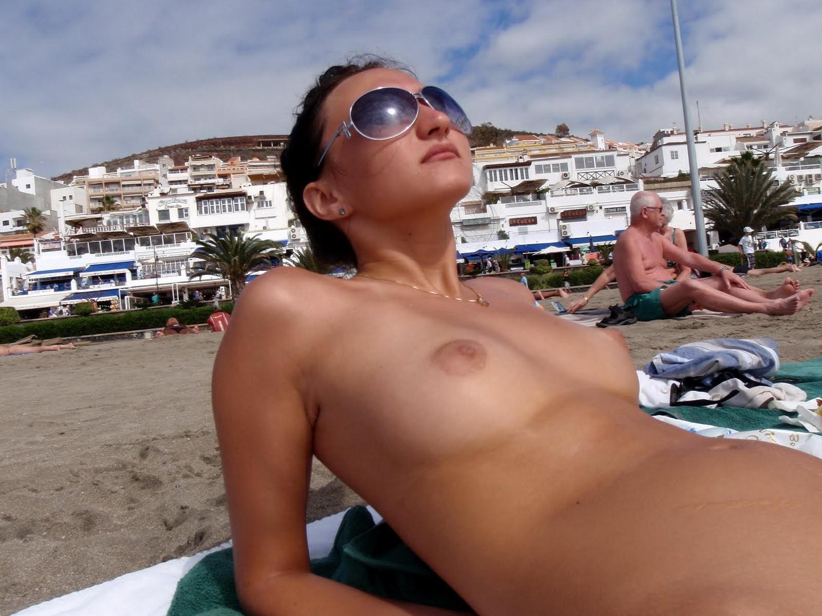Asian topless beach-8146