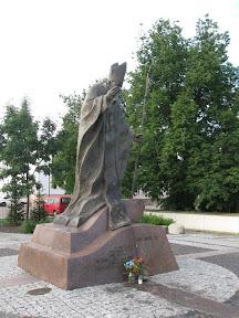 Pomnik papieża w Suwałkach