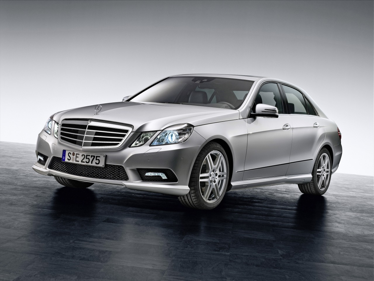 2011 2012 mercedes benz e class price in india