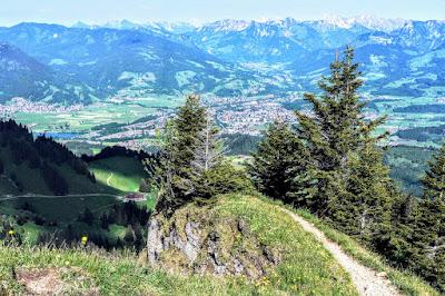 Blick auf Sonthofen Illertal Ostrachtal vom Steineberg Allgäu