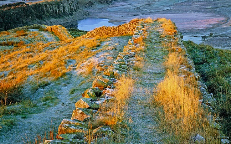 UK: Illegal 'nighthawkers' damage Hadrian's Wall