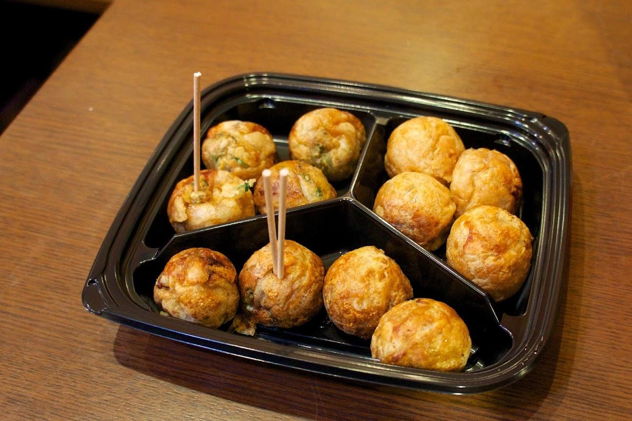 ソースをかけない正統派タイプのたこ焼き「会津屋」