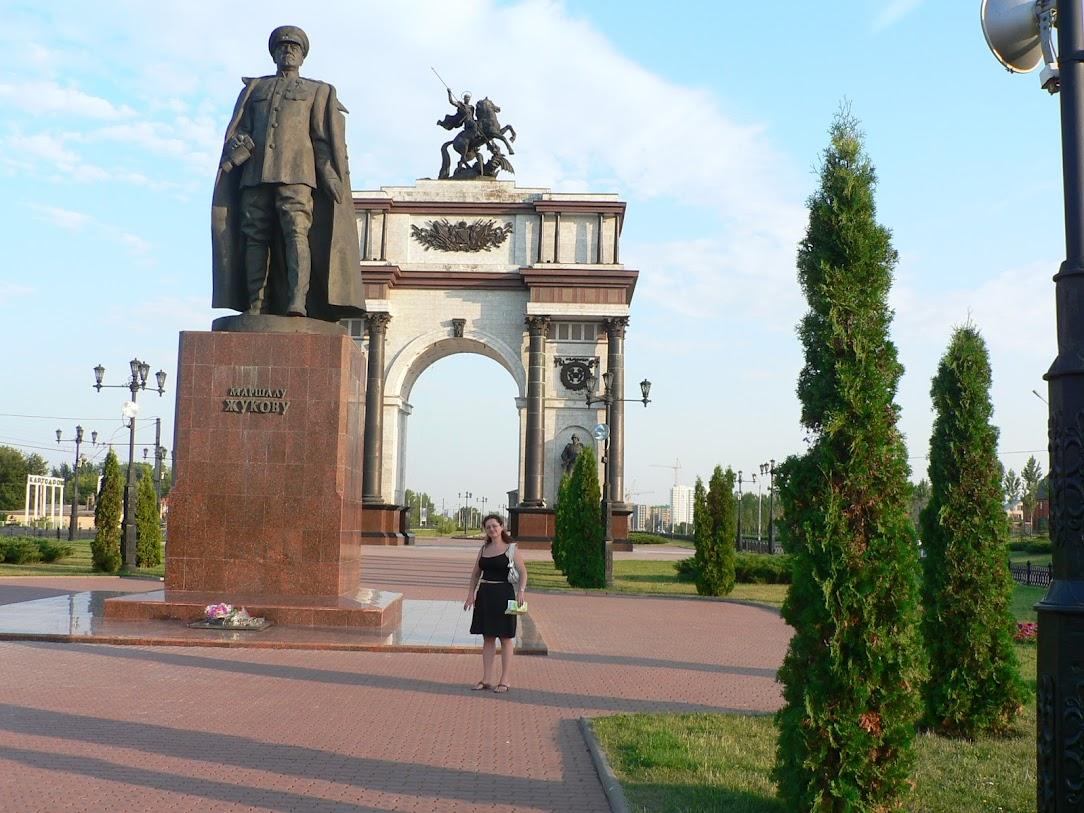 Мемориальный комплекс с арками и колонной Богородицк Эконом памятник Плечики Кондрово