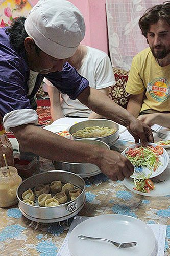 making tibetan dumpling momos, taking a tibetan food cooking class in india