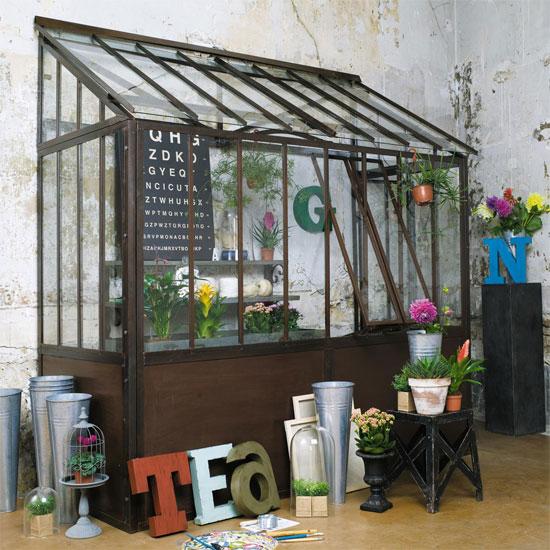 Invernaderos de cristal en el interior for Robinet jardin castorama