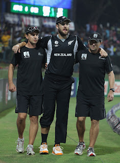 Daniel Vettori was helped off the field after suffering knee injury