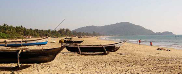 Fishingboats-on-Agonda-beach-south-Goa