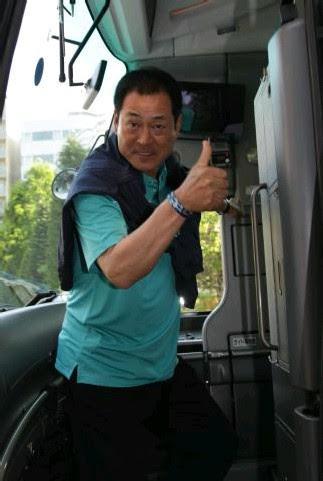 バスに乗り込むDeNA・中畑監督