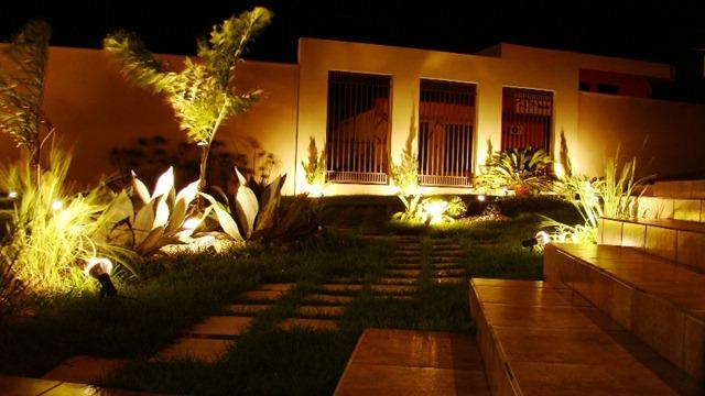 iluminacao jardim verde:Dica da Arquiteta: Iluminação de Jardim