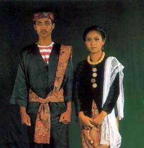 pakaian adat madura pakaian tradisional madura baju adat madura 292x300 Pakaian Adat Tradisional Indonesia