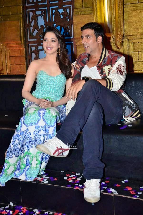 Tamannaah Bhatia and Akshay Kumar on the sets of Entertainment Ke Liye Kuch Bhi Karega. (Pic: Viral Bhayani)<br />