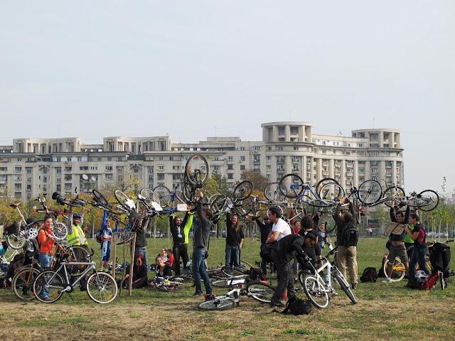 protest biciclisti Bucuresti: Existăm şi-o să avem bandă