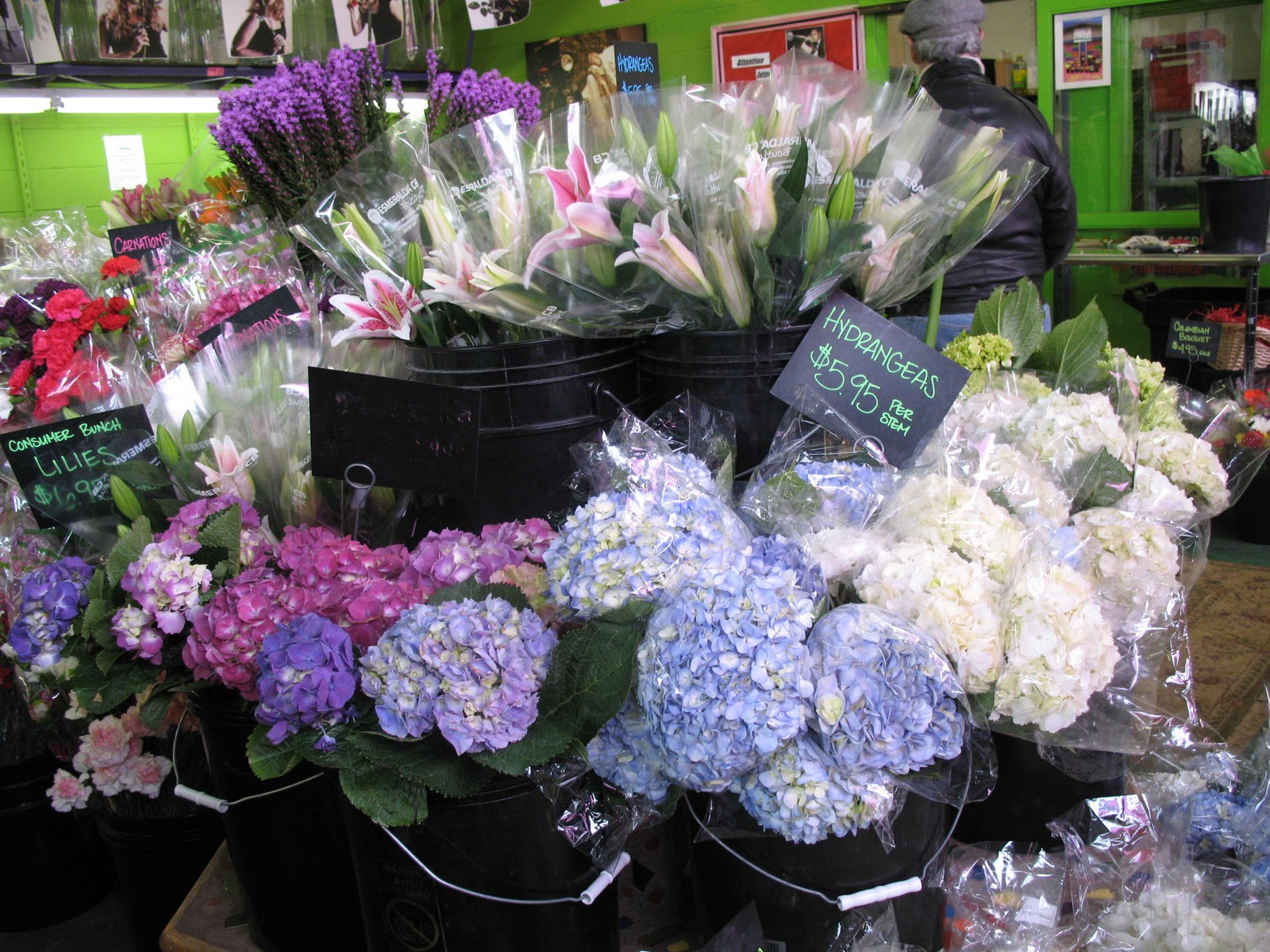 """I love Rubia Flower Market, reminds me of the many """"Holland Flower"""" stores in Germany. Always fresh cut flowers at very economical prices."""