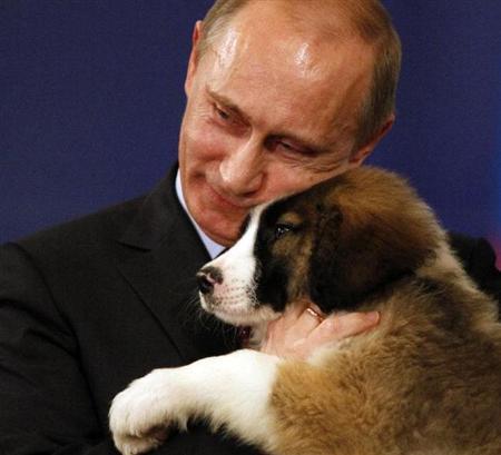 プーチン大統領にかわいがりと制圧を受けた動物たち