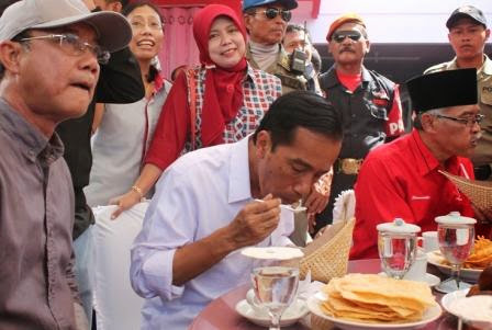 Mampir Di Ngawi, Jokowi Sarapan Nasi Pecel