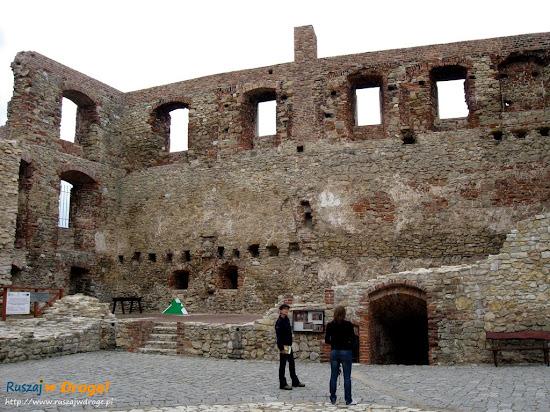 dziedziniec siewierskiego zamku
