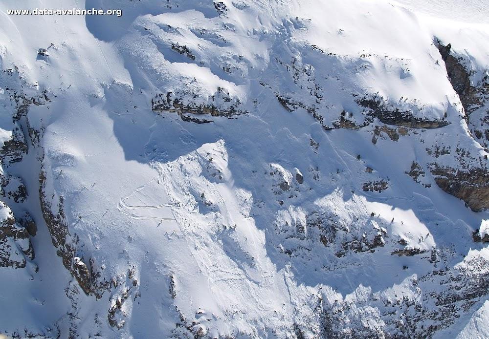 Avalanche Haute Tarentaise, secteur Col de l'Iseran, juste au dessus de la route du Col de l'Iseran au niveau du départ de la piste Mattis située en contrebas. - Photo 1