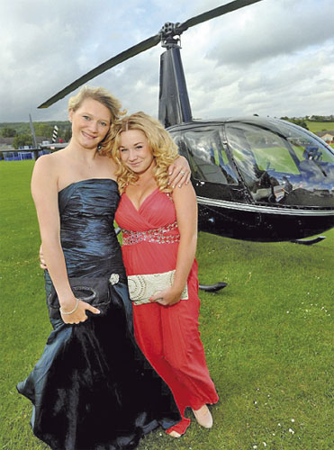 2 pelajar sewa helikopter ke sekolah