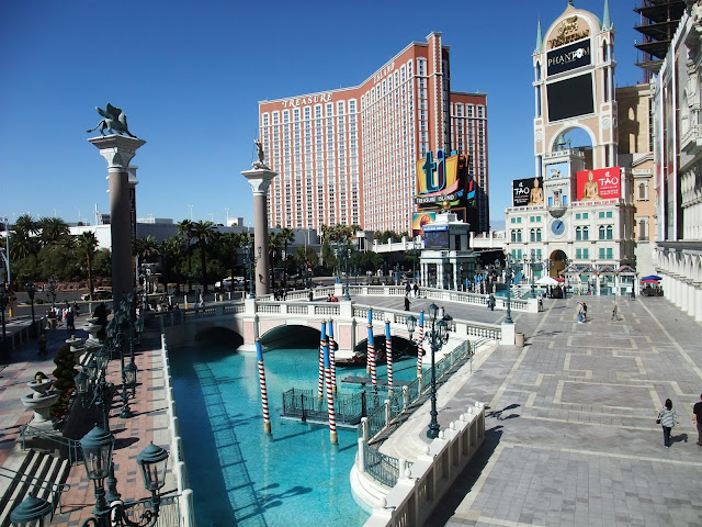 the river at the venetian casino and hotel, treasure island