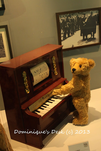 Teddy bear playing the piano