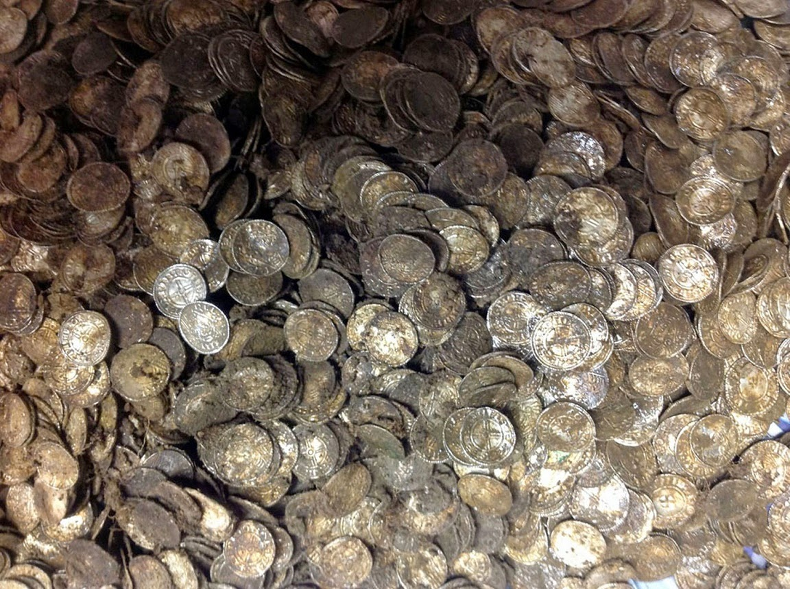 UK: Medieval coin hoard found in farmer's field